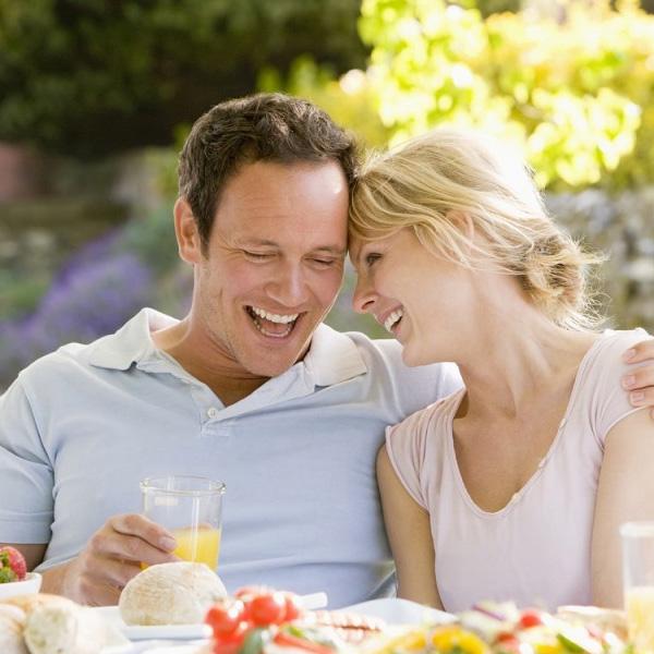 Проведение процедуры имплантации - улыбка после имплантации